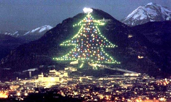 Albero Di Natale Gubbio.Albero Di Natale Di Gubbio Lunedi 3 Dicembre Conferenza Stampa Con